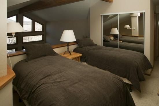 Hidden Valley Condominiums: Bedroom