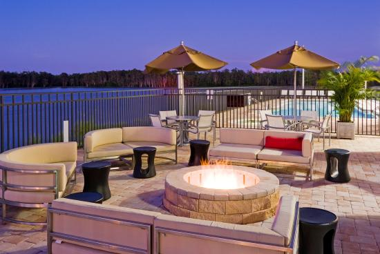 Holiday Inn Ft. Myers Airport Town Center: Outside Patio And Fire Pit  Overlooking
