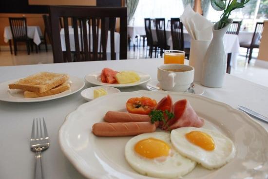 MetroPoint Bangkok Hotel: Breakfast