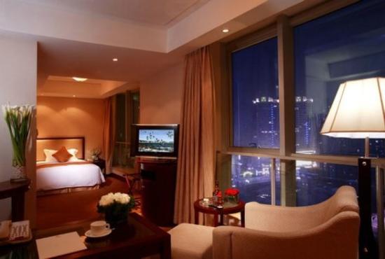 Ambassador Hotel: City View Queen Room