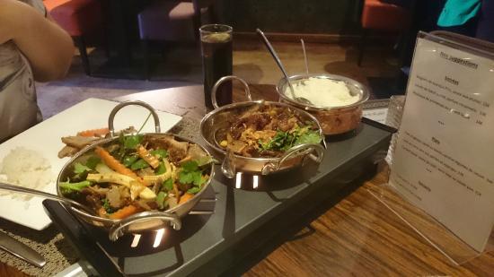 Chao Phraya : Juin 2015 : Canard sauce soja, noix de cajou et poireau. Canard sauce brune aigre-douce, légumes