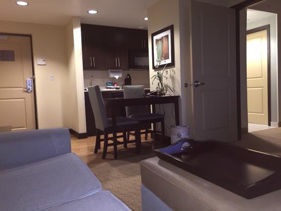 Homewood Suites by Hilton - Port St. Lucie-Tradition: Living Area toward Breakfast Table/Kitchen