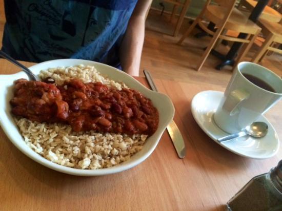 Crumbs Kitchen: Three bean chilli with brown rice.