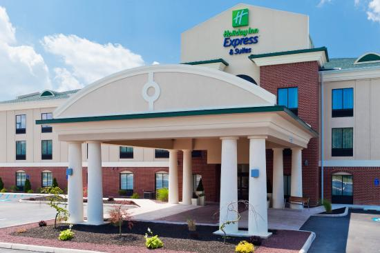 Holiday Inn Express Hotel & Suites White Haven - Lake Harmony : Sunrises rock in the Pocono mountains.