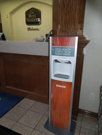BEST WESTERN Fort Worth Inn & Suites: Hand sanitizer-Touch Free