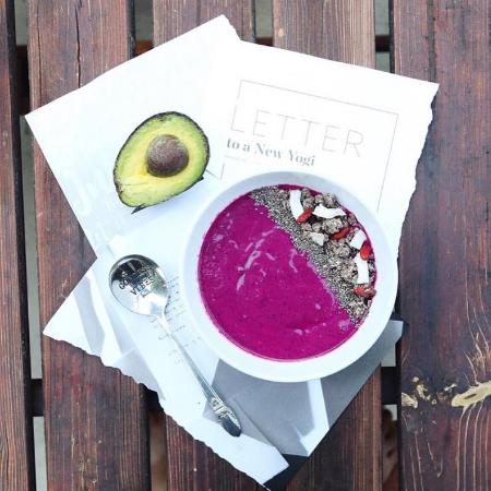 Cafe Organic Bali: Purple haze with this delicious blend of pitayah fruit / chia / coconut shreds / goji berries &