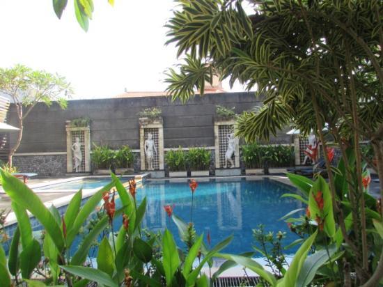 Sandat Hotel Legian: Piscina