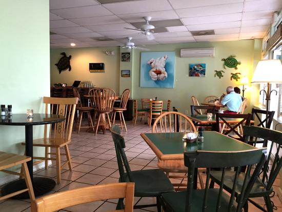 Tortugas Island Grille: Relaxing Atomshere