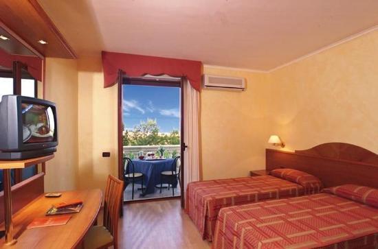 Hotel Parco Serrone : Triple room