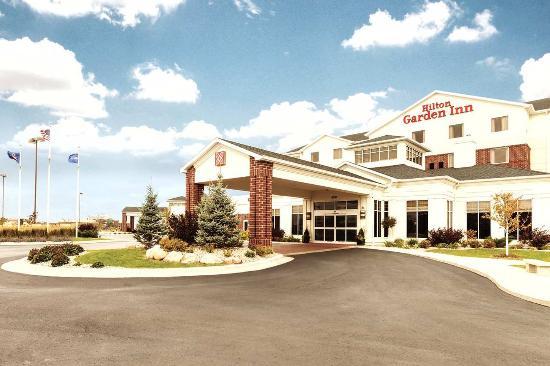 Hilton Garden Inn Fargo: Hotel Exterior
