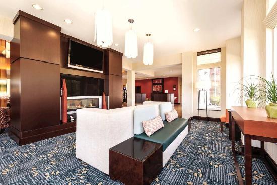 Hilton Garden Inn Fargo: Lobby Area