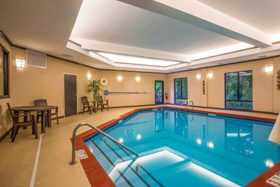 Comfort Suites: SCPool