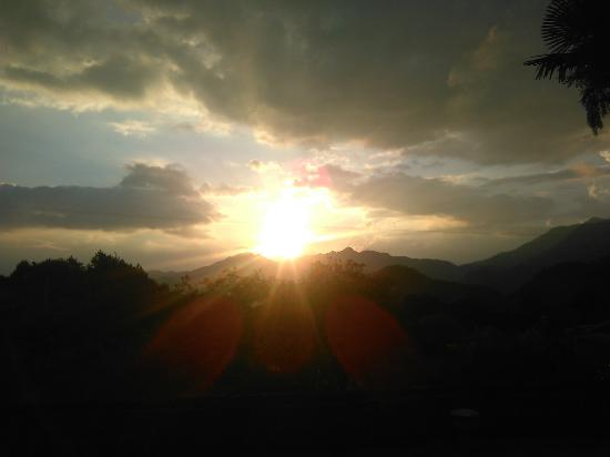 Longyan, Chiny: Wonderful Sunset in the mountains!