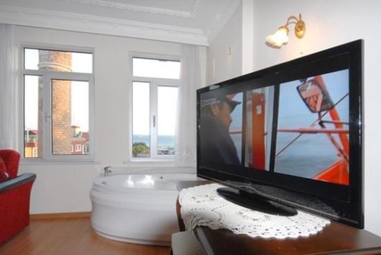 Ada İstanbul: Jacuzzi within Room