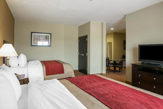 Comfort Inn & Suites Near Fort Gordon: Guest Room