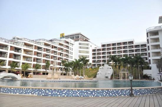 Xinglong Old Banyan Tree Hot Spring Resort