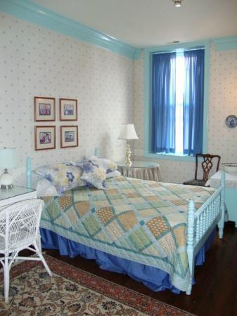 Leesburg, VA: Room 2