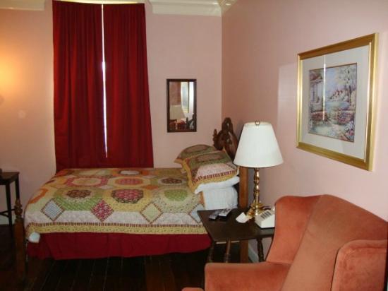 Leesburg, VA: Room 3