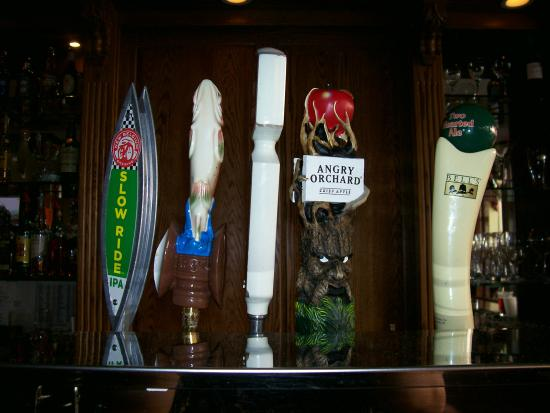Leesburg Colonial Inn: Beers on tap at King's Court Tavern and Wine Bar