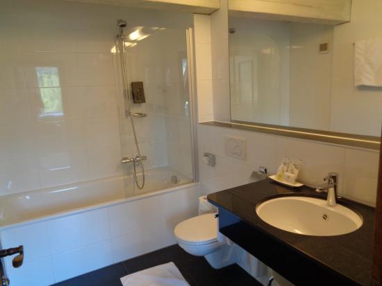 Hotel Weisses Kreuz : Bathroom