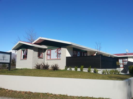 Arrowtown Motel Apartments: street view of motel