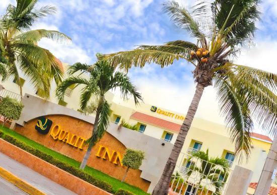 Quality Inn Mazatlan: Exterior