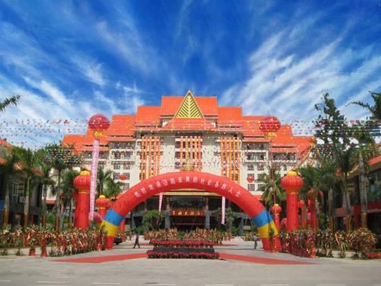 Golden Zone Hotel: Exterior View