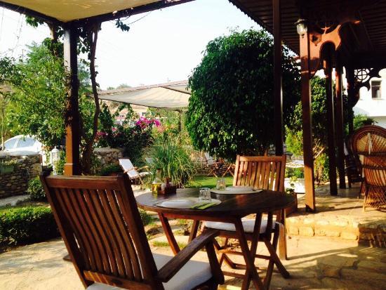 Hotel Datca Turk Evi: Harika bahce