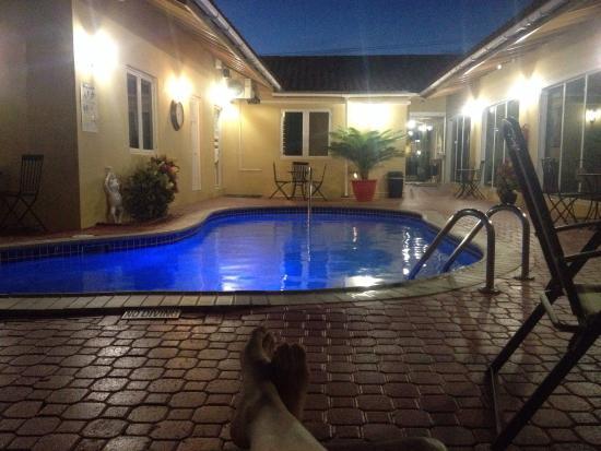 Malibu Hotel Aruba: tranquilo, están en remodelaciones pero las habitaciones son cómoda  la calidad de sueño buen tr