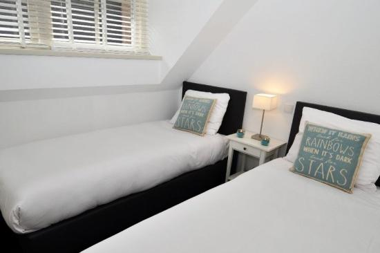 Hotel Herbergh Amsterdam Airport: Guest Room