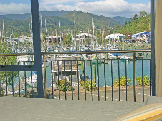 Harbourside Motor Lodge: View to the marina
