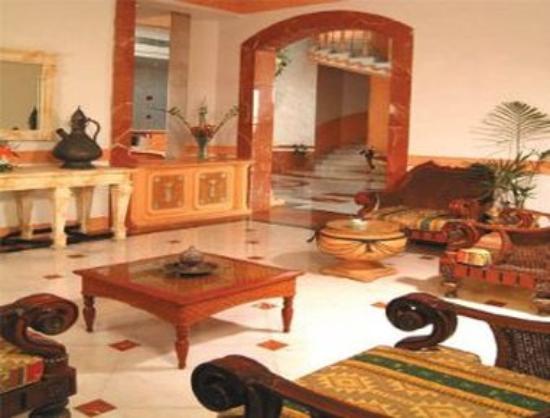 Ramada Beach Hotel Ajman: Lobby
