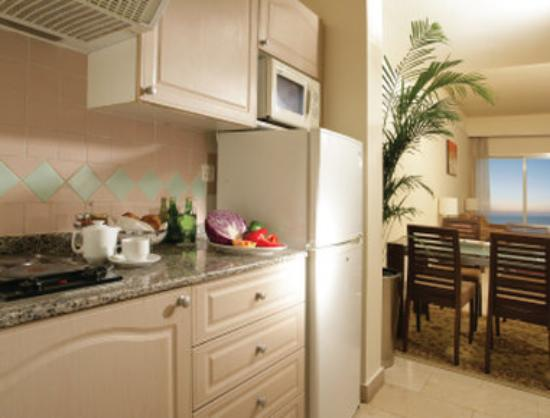 Ramada Beach Hotel Ajman: Guest Room