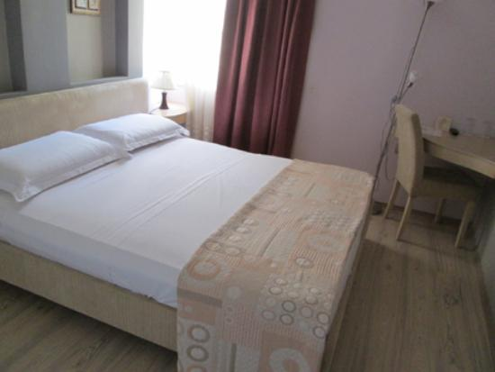 Theranda Hotel : bedroom