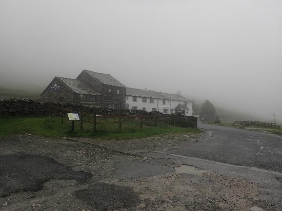 Kirkstone Pass Inn Bar: The Inn on a misty morning