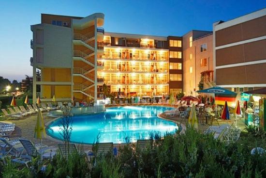 Hotel Kavkaz: Pool