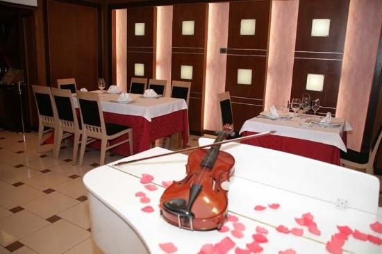 White Dream Hotel: Restaurant