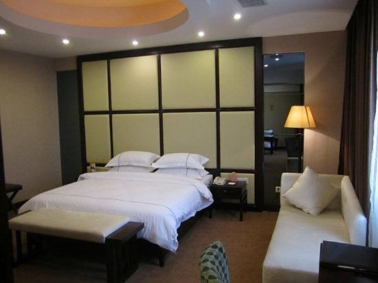 Hollyear Hotel Linjiang Road: Other