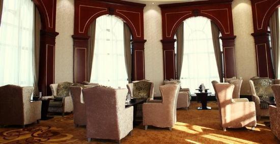 Longmen County, China: Bar/Lounge