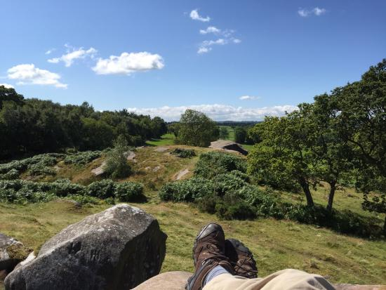 Birchover, UK : Robin Hoods Stride on top of the hill next to the Druids caves
