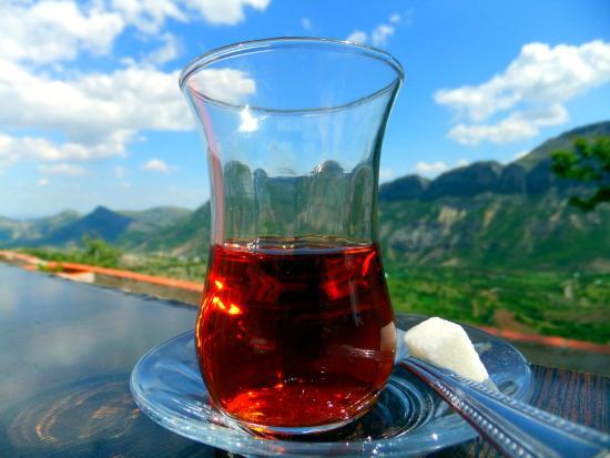 Euphrat Hotel: Ett glas te på hotellets terrass