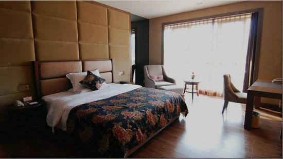 Shengshi Qianhe Hotel : Deluxe King Room