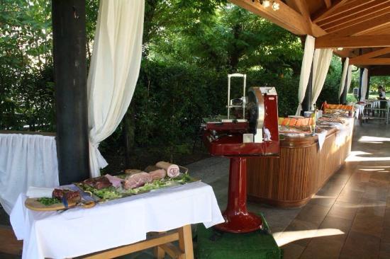 Cena in piscina foto di green park villa boschetti - Piscina montichiari ...