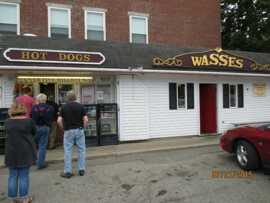 Wasses Hot Dogs: lined up to order