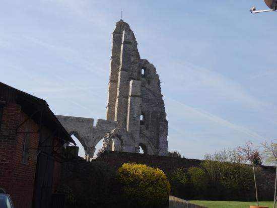 Ruines de l'Eglise d'Ablain-Saint-Nazaire: Pan de mur