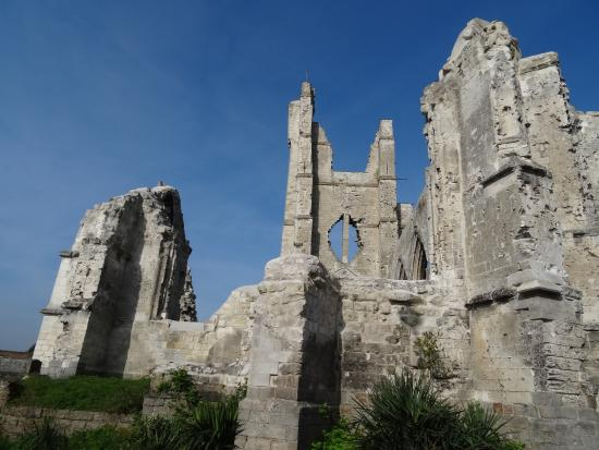 Ruines de l'Eglise d'Ablain-Saint-Nazaire: Autre face de l'église