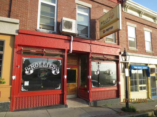 Rollie's Bar and Grill: restaurant front