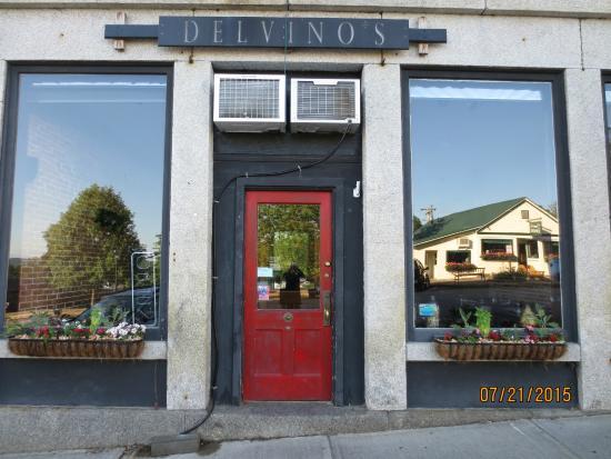 Delvino's Grill & Pasta House: front door