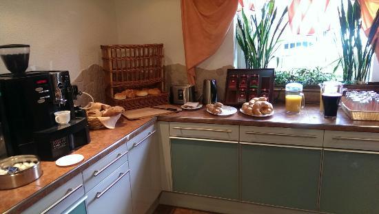 Cafe Pension Alpina: El desayuno buffet