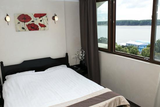 Faleza Hotel by Vega: Bedroom with Danube view